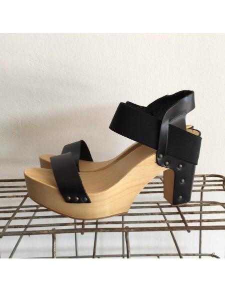Zoccolo Antidoti Con Fascia e Cinturino Attorno alla Caviglia Color Nero